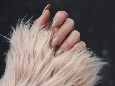 Faux Fur Jacket Nude Nails
